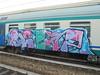 043 (en-ri) Tags: scup kini lilla azzurro verde arrow train torino graffiti writing nero fuxia