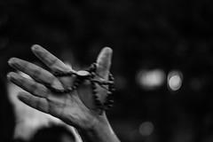 _MG_2585-2 (belemphotos) Tags: desfoque pb religiosidade mãos