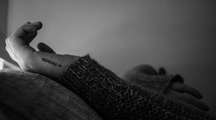 Σώμα θυμήσου 2 - Βody remember 2 (Giorgio Di Dernikas) Tags: σώμα θυμήσου βody remember στιγμή σπίτι ασπρόμαυρο απόγευμα μαύρο παρελθόν καναπέσ θεσσαλονίκη δωμάτιο χέρια νόημα λευκό λιτό γκρι γυναίκα afternoon alone soul black blackandwhite bw minimal moment meaning memories memory mind macro light love hidden hand home hellas giodi grey girl woman white thessaloniki thoughts youth mystery tattoo ω νεότητα