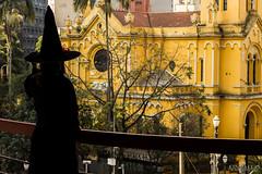 Just watching (Kindallas) Tags: witch bruxa hallowing dia das bruxas são paulo sé paissandu largo brazil brasil street