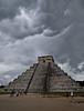 Y la tormenta llegó -  And the storm arrived (::Daniel::) Tags: piramide chichenitza mexico yucatan canon canon7dmarkii tamron16300 nubes tormenta lluvia viento storm clouds rain ylatormentallego andthestormarrived daniel