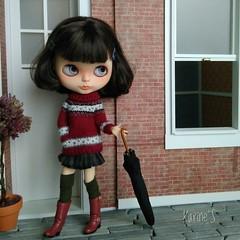 Tamy estrena sweater. 🌳🍁 (Karine'S HCF (Handmade Clothing & Furniture)) Tags: blythe sweater handmade punto hecho amano ooak granate porencargo encargo chaqueta jersey purenemo