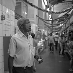 Man on the Market (Geraldo Tarallo Assis) Tags: people old man black white store market municipal standing eating holding monochrome campinas sao paulo brasil brazil canon 5d mark 4 iv 35 mm 35mm square