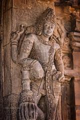 DANS UN TEMPLE PRÈS DE PATTADAKALL (pierre.arnoldi) Tags: inde india pattadakall temple pierrearnoldi architecture on1raw canon6d photoderue photooriginale photocouleur photographequébécois