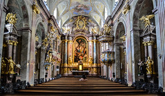 Baroque interior of the Annenkirche - Vienna (-MikeBakker-) Tags: vienna wien austria österreich city downtown old historic architecture building buildings perspective angle composition travel traveling travelling traveler traveller nikon nikond3100 d3100 dslr camera centraleurope europe street streets streetphotography house houses view colour colourful colours innerestadt district explore exploring urban urbanexploration white light contrast sunshine sunlight church kirche annenkirche interior baroque elaborate gold shrine shrines altar altars art lady woman people golden marble