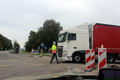 Since when does traffic come from there?? (Davydutchy) Tags: roadworks wegwerk strasenbau bauarbeiten rotonde roundabout knooppunt junction autobahnkreuz kreuz joure heerenveen scharsterbrug skarsterbrêge a7 a6 wegomlegging umleitung detour road truck vrachtwagen vrachtauto lorry lkw october 2017