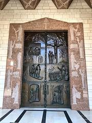 9 - Angyali üdvözlet temploma bejárata / Vchod do Baziliky Zvestovania