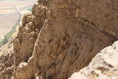 Les grandes parois calcaires du mont Bisotun (fuchs.ludovic) Tags: escalade falaise iran