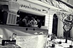 Uu pays du citron (Un jour en France) Tags: monochrome citron menton rue rust street