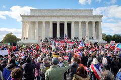 Crowd at Lincoln Memorial (ep_jhu) Tags: crowds x100f washington march lincolnmemorial flag fuji puertorico pr unitymarchforpuertorico dc fujifilm jonesact districtofcolumbia unitedstates us