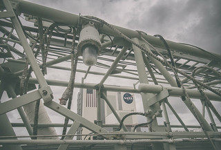 Shuttle launch tower access arm and