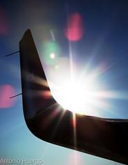 Winglet (Antônio A. Huergo de Carvalho) Tags: winglet wing sun sol sky céu aviation aircraft airplane aviação fotografia foto angle ângulo shine brilho bright effect dark light contrast