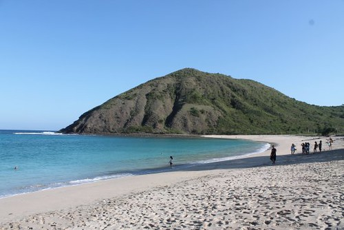 beautiful-mawun-beach 550x367
