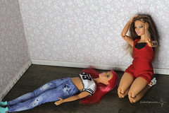 Curvy Made To Move (lichtspuren) Tags: barbie curvymadetomove articulatedcurvy doll fashionista canon eos 6d ef 50mm f12 l usm lichtspuren curvymbili mbilifacemold