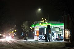 2017-12-13 17-19-22_DSC_5594 (malp007) Tags: winter schnee snow lowlight tankstelle light licht schleswigholstein grün team weihnachten jul christmas xmas