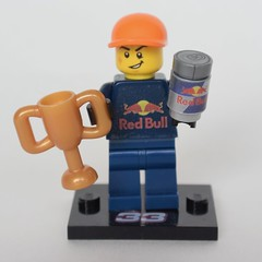 LEGO MAX VERSTAPPEN RED BULL RACING (Start Bricking) Tags: redbullracing redbull rb14 halo lego astonmartin speedchampions 2018 minifigures collectableminifigures startbricking