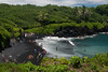 Waianapanapa State Park / Maui (thedailyjaw) Tags: waianapanapastatepark maui d610 nikon 50mm beach blacksandbeach black rocks blackrocks waves foam sea