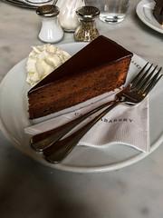 Sachertorte à la Sabarsky (Cjin99) Tags: newyork unitedstates us ny nyc food sabarsky sachertorte dessert cake