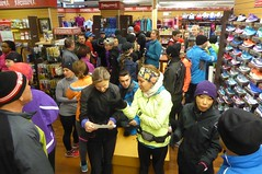 Running Room (Slater St) November 12, 2017 - P1120420 (ianhun2009) Tags: runningroomslaterstreet november122017 ottawaontariocanada trainingruns coldweatherrunning autumnrunning