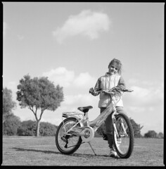 bike and tree (ukke2011) Tags: hasselblad503cw planarcfe8028 ilfordpanf selfdeveloping rodinal 150 film pellicola 6x6 square 120 bw mediumformat bike bicicletta
