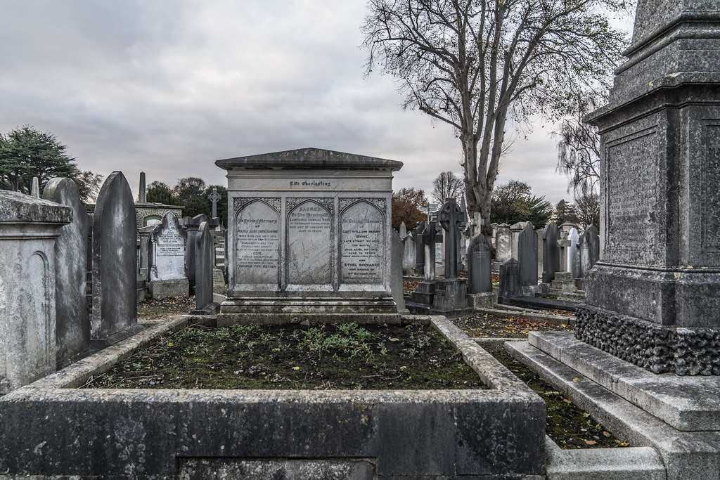 MOUNT JEROME CEMETERY IS AN INTERESTING PLACE TO VISIT [IT CLOSES AT 4PM]-134357