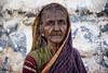 PATTADAKALL : PORTRAIT D'UNE VIEILLE PAYSANE (pierre.arnoldi) Tags: inde india pierrearnoldi karnataka pattadakall portraitdefemme portraitsderue canon6d tamron on1raw photoderue photooriginale photocouleur