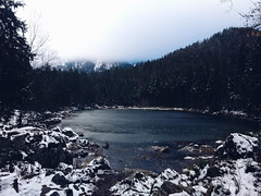 2017-11-19 08.54.24 1 (nromero.b) Tags: lake eibsee frozen water sky fog nature naturephotography photography photo photographer forest snow erasmus munich bayern art vsco composition exposure moment capture travel calm trees cold blue