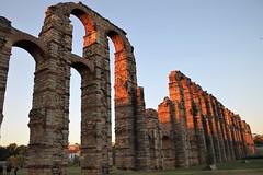 Día 26. Algo antiguo. #30días30fotos #Reto30iesgaherrera (maariaadiaaz_) Tags: acueducto romano de merida spain españa ancient sunset sky blue