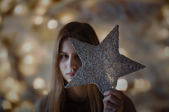 💛 (m.o.n.o) Tags: lightplay portraitvision portrait lightbox bokehkillers bokeh christmaslight worldtones creativeshoot canon 50mm14