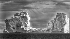 Ice-saddle (Role Bigler) Tags: 14xiii bw blackwhite blackandwhite canoneos5dsr cloud ef4070200isusml efextender14iii meer natur nature schwarzweiss sea seascape sky eisberg greenland grönland icesaddle iceberg nordatlantik northatlantic saddle silverevexpro2