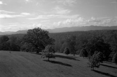 blue ridge mountains (Paul Lundberg) Tags: konicaautos2 45mmhexanon18 kodaktmax100 kodakhc110 plustekopticfilm7300 film 35mm blackwhite blueridgemountains