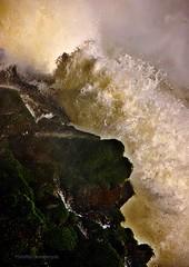 Risco (Aprehendiz-Ana Lía) Tags: río iguazú cataratasdeliguazú ola risco movimiento luz atardecer golpe argentina brasil fuerza water analialarroude imagen exterior airelibre rocas nikon naturaleza nature