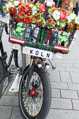 Bicycle decorated with artificial flowers (marcoverch) Tags: köln cologne 2017 nordrheinwestfalen deutschland de bicycle decorated artificialflowers bike fahrrad wheel rad street strase road city stadt noperson keineperson outdoors drausen urban städtisch pavement pflaster vehicle fahrzeug people menschen cyclist radfahrer rollalong entlangrollen transportationsystem transportsystem old alt flower blume color farbe summer sommer shopping einkaufen otoño walk lines airplane cold berlin photoshop canal nyc candid