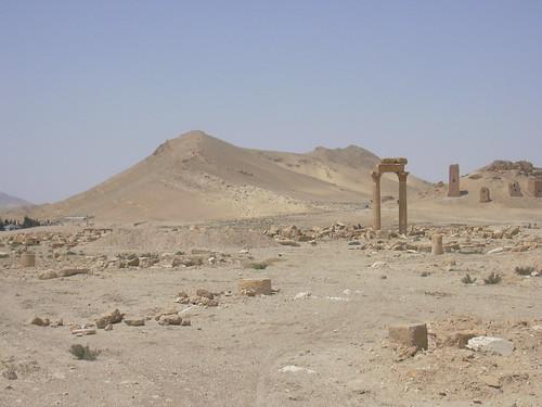 Palmyra (Tadmor), Kolonnadenstrasse und Araberburg