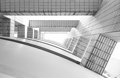 Lyon (Bourguiboeuf) Tags: argentique analogue pellicule film 135 35mm ishootfilm ibelieveinfilm filmisnotdead noir et blanc nb bw black white monochrome bourguiboeuf homedev city ville rue lyon onlylyon brutalist brutal architecture beton park