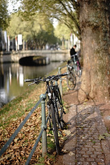 bike@Kö, Düsseldorf 12 (Amselchen) Tags: bicycle water trees bridge bokeh blur dof depthoffield season autumn fall kö düsseldorf sony a7 alpha7 sonyilce7 zeiss carlzeiss za sonnar sonnart1855 sonnar5518za fe55mmf18za