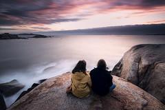 Watching the sunset (jojesari) Tags: ar317g 716 lucia laura puestadesol sunset atardecer ocaso illadomedico outeirodaslapas sanxenxo pontevedra galicia alanzada jojesari
