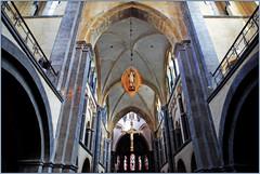 Dans la Munsterkerk, Roermond, Limbourg, Pays-Bas (claude lina) Tags: claudelina canon paysbas hollande nederland limburg limbourg roermond roermonde église kerk church munsterkerk