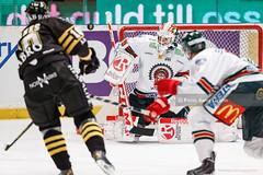 2013-10-08 AIK-Frölunda SG5018 (fotograhn) Tags: ishockey hockey icehockey shl svenskahockeyligan swedishhockeyleague aik gnaget frölundahc indians rädda räddning räddar save saves sport sportsphotography canon stockholm sweden swe