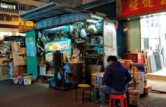 Street Drinks (Dallas K. Sanders) Tags: oneplus5 shotononeplus mongkok nightmarket lightroom adobelightroom 2017 hongkong