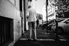 Borné. (Txipi Art'z) Tags: black blanc candid city france fuji humain human instant instantane monochrome noir perspectives photographiederue rue shoot social street streetphotography white nouvelleaquitaine fr