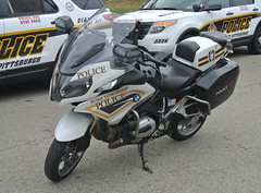 Ross Township Police Department (Emergency_Spotter) Tags: bmw motor motorcycle white ross township pennsylvania keystone saddle bags fast police dept department light lights cop cops law bavarian works alloy leather 1200 rt pittsburgh area blackandwhite