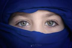 Elsa (Chencho Mendoza) Tags: ojos verdes macro retrato azul primer plano tamron 90mm