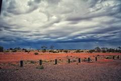Thunderstorm in the Outback (Kat-i) Tags: australien australia gewitterwolken sturm thunderstorm wüste desert outback himmel sky wolken clouds sand rot natur nature landschaft landscape nikon1v1 kati katharina 2017