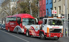 Bus Eireann RV11 towing SP111. (Fred Dean Jnr) Tags: buseireann erf e10 recoveryvehicle rv11 89d40270 sp111 08d23986 grandparadecork november2017 scania irizar pb expressway
