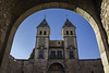 La parábola de las torres (Ignacio M. Jiménez) Tags: puertadelabisagra torres towers arco arc toledo castillalamancha españa spain ignaciomjiménez mpt599 matchpointwinner