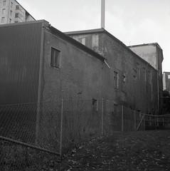 Kvarnbyn (rotabaga) Tags: sverige sweden svartvitt mölndal kvarnbyn lomo lomography lubitel166 mediumformat mellanformat 120 6x6 tmax400 twinlens r09 diy