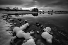 Frio en blanco y negro (Alfredo.Ruiz) Tags: canon eos6d ef1635 pantano nieve landa alava