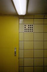 Untitled (Florian Thein) Tags: berlin mitte friedrichstrasse ubahn ubahnstation fliesen gelb tür neon neonröhre film analog routine 35mm kleinbild yashicat5 kodakportra