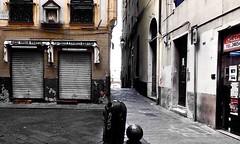 """Caruggi"" (giannipaoloziliani) Tags: nikond3200 nikonphotography nikoncamera nikon streetcapture streetphotography lightandshadow liguria italy italia alleys alleysofgenoa vicoli vicolidigenova genova genoa caruggi capture colorsplash colors"